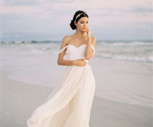 Válasszunk online esküvői ruhát magunknak!